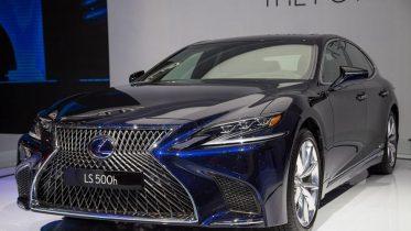 """Danh gia xe Lexus LS500h 2022 01 860x532 1 373x210 Đánh giá xe Lexus LS 500h 2022 - mẫu sedan hạng sang """" bậc nhất"""" của Lexus"""