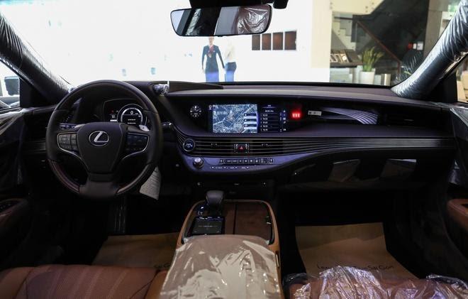 """Danh gia xe Lexus LS500h 2022 05 660x421 1 Đánh giá xe Lexus LS 500h 2022 - mẫu sedan hạng sang """" bậc nhất"""" của Lexus"""