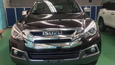 dau xe isuzu mux 2021 2022 xetot com 1 373x210 Đánh giá xe Isuzu MU-X 2021 đang bán tại Việt Nam: Mạnh mẽ hơn, thể thao hơn