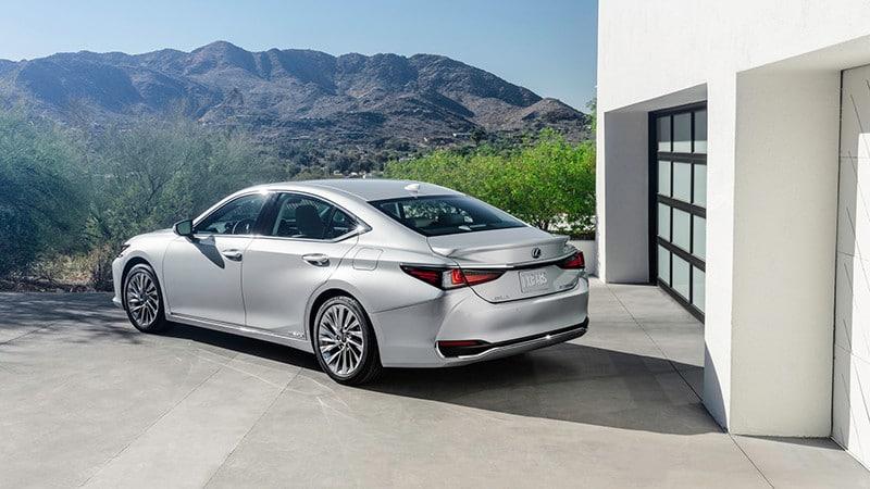 duoi xe xe lexus es 2022 giaxehoi vn 800x450 1 Đánh giá xe Lexus ES 2022: Nhiều nâng cấp, bổ sung ấn tượng