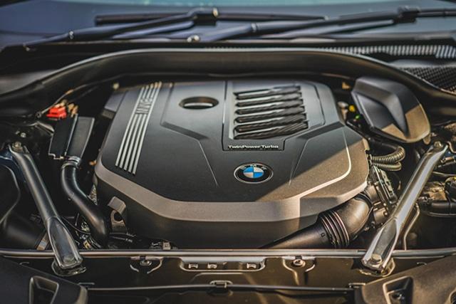 dong co xe bmw 840i gran coupe 2022 muaxegiatot vn Đánh giá xe BMW 840i Gran Coupe M Sport 2022: Nhiều điểm ấn tượng
